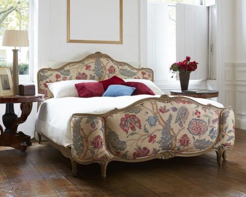 Reine de France upholstered bed from Simon Horn