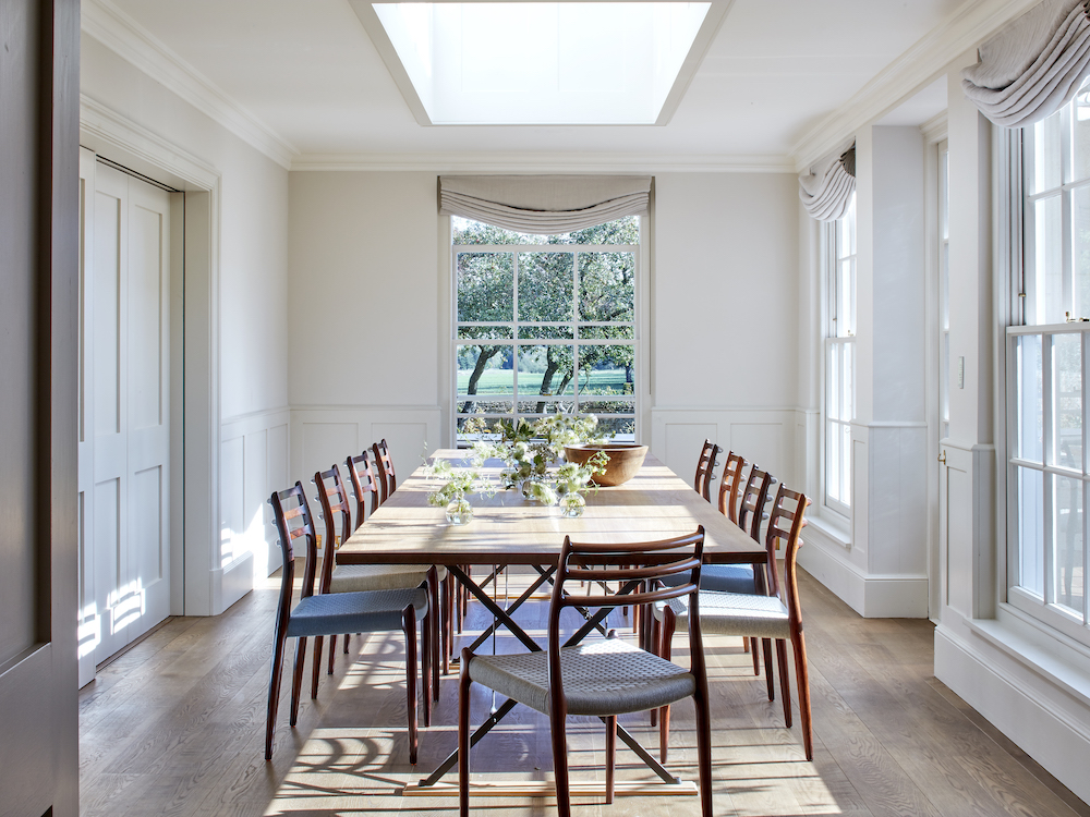 Breakfast room with dinning table