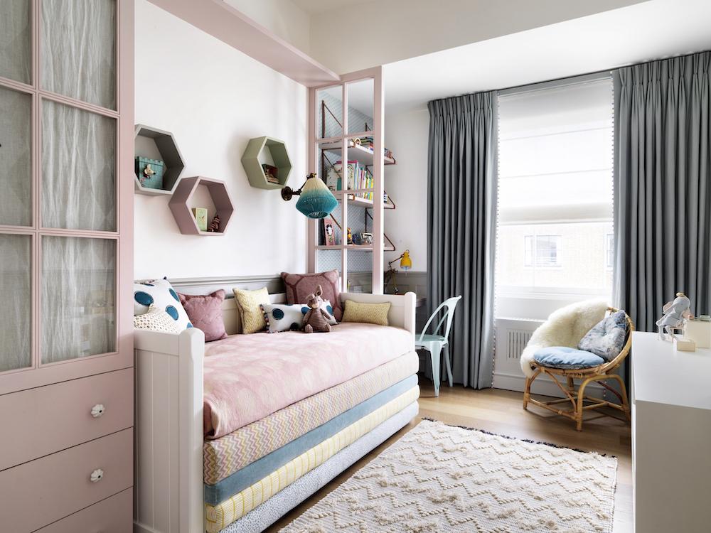 Girl's pink room - Simon Brown's photography