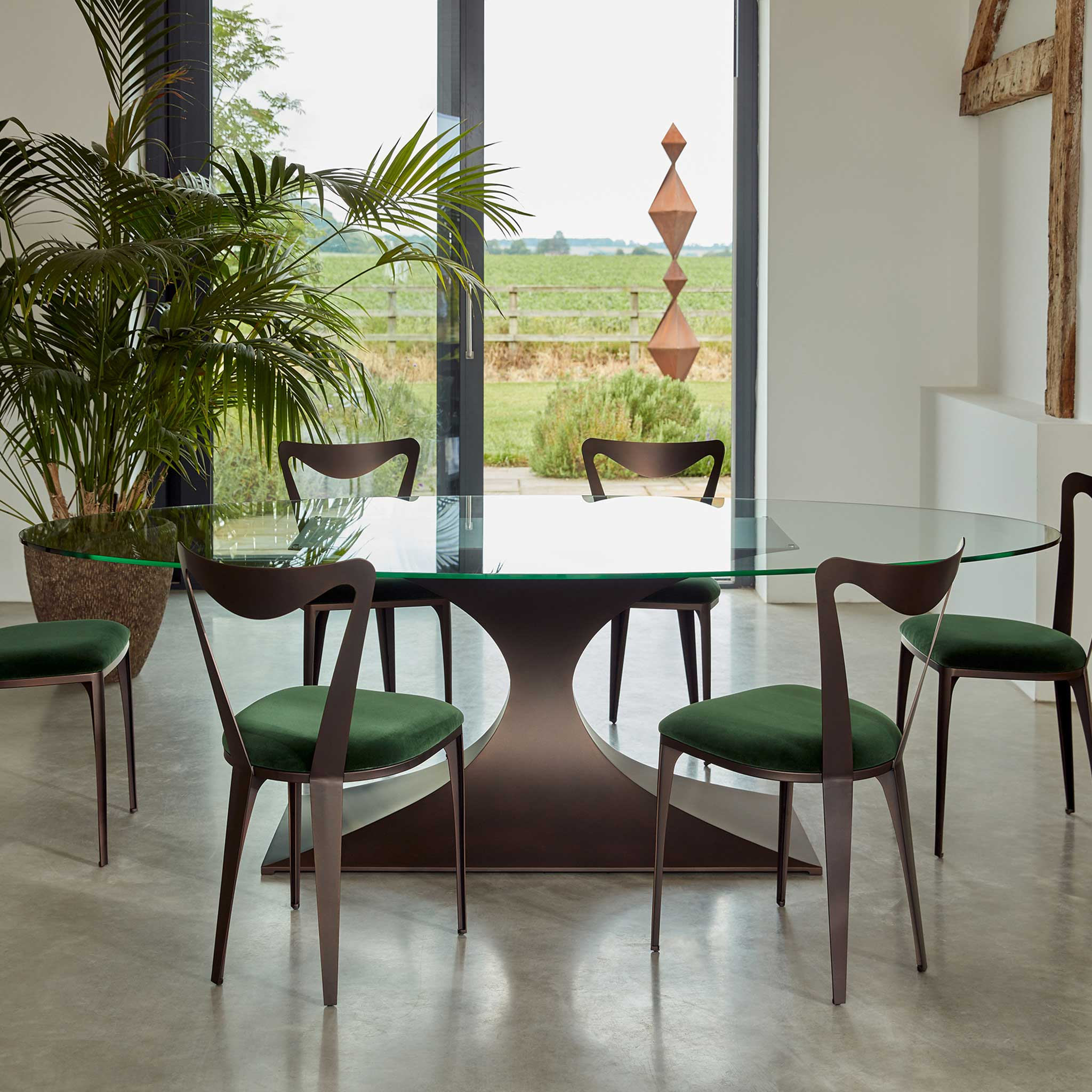 Capricorn-Dining-Table-BR-with-Tiff-chairs